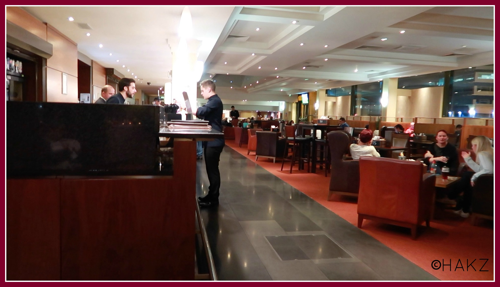 Manchester Airport hotel and parking: Clayton Hotel Manchester Airport lounge bar