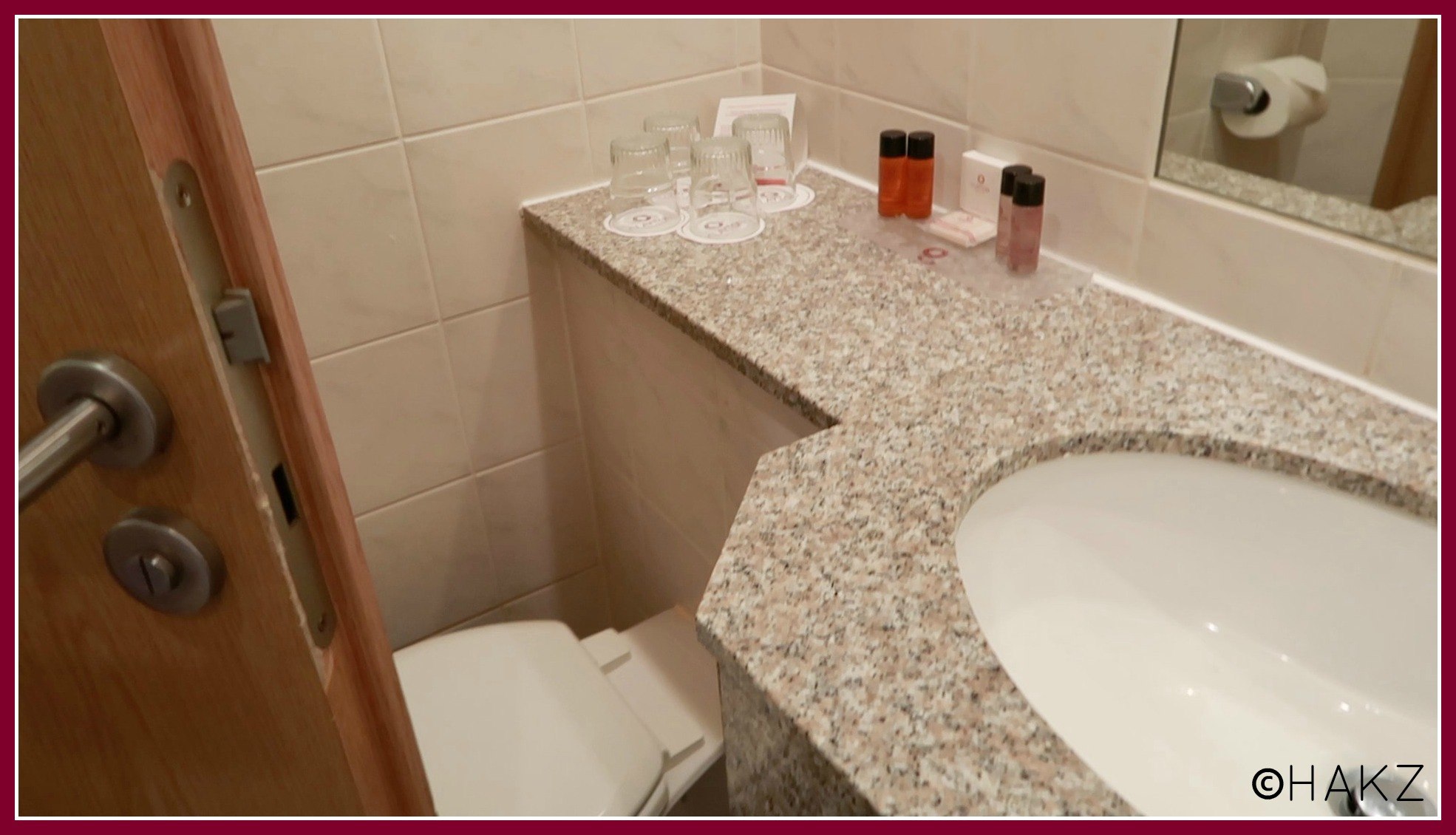 Manchester Airport hotel and parking: Clayton Hotel Manchester Airport bathroom